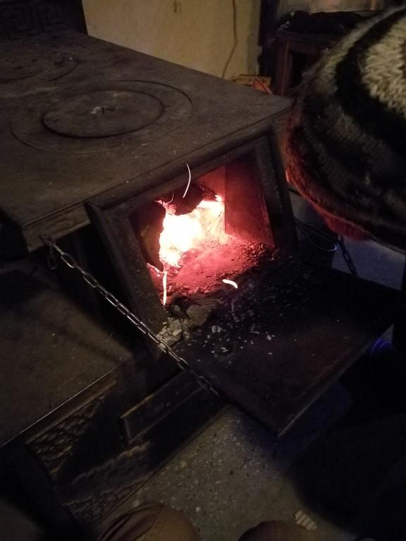 Le poêle de l'auberge, une des seules sources de chaleur disponible
