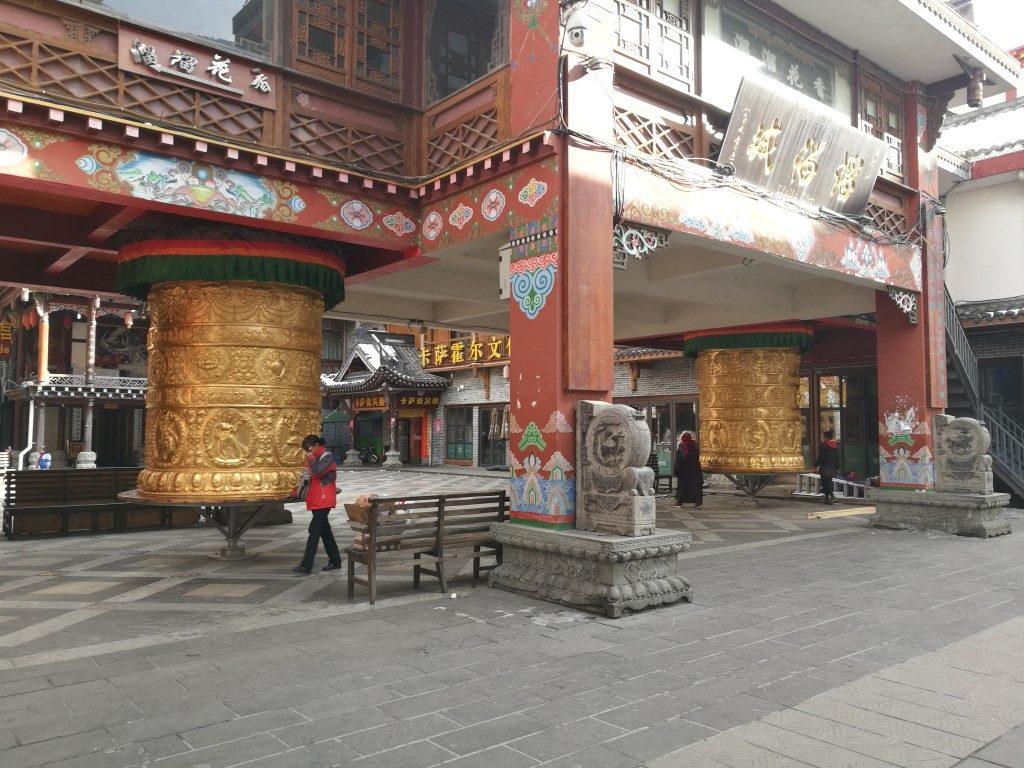 Balade dans Kangding à la découverte d'une ville à la croisée des cultures chinoises et tibétaines