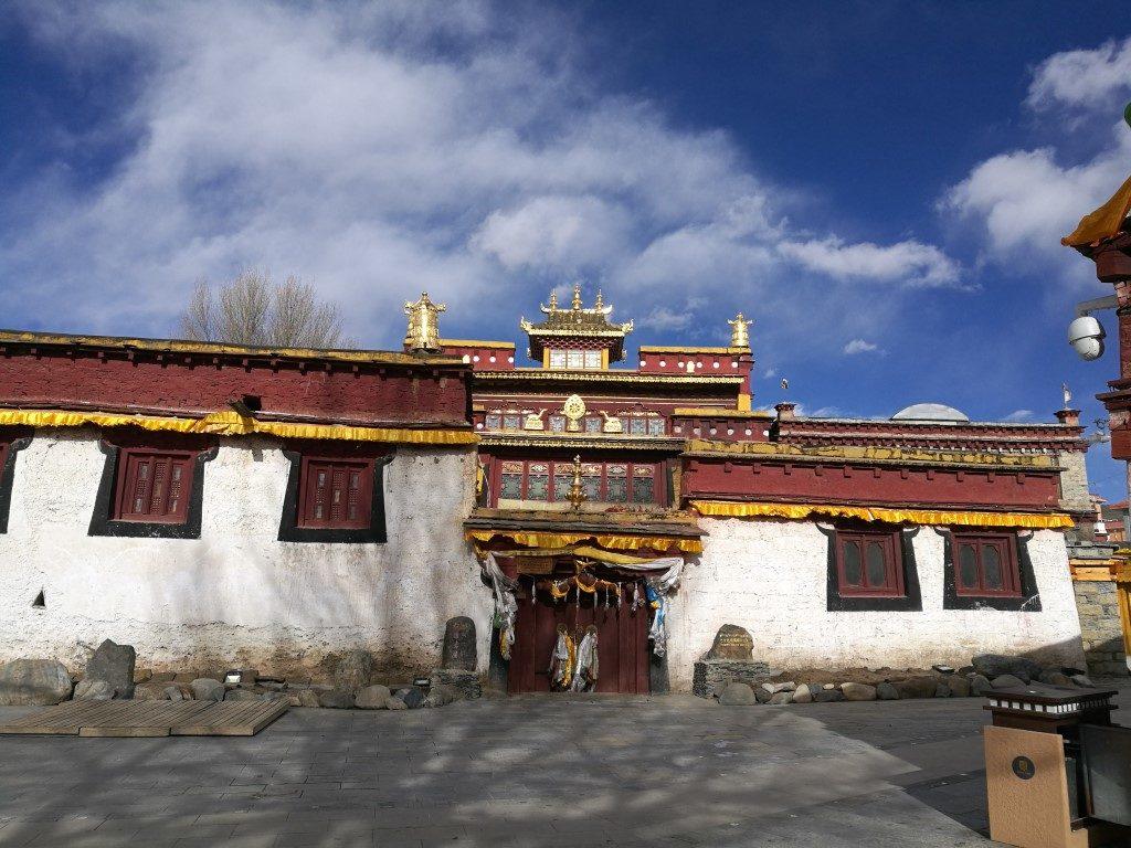 Un temple bouddhiste à Litang