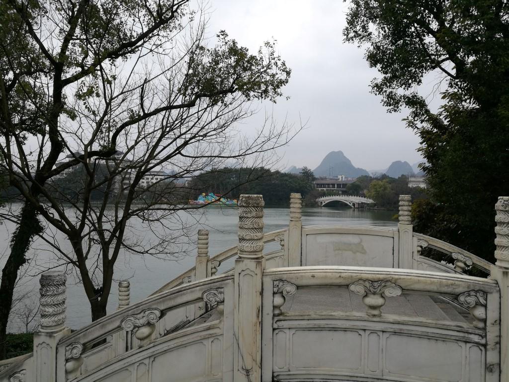 Les formations karstique derrière le lac de Guilin