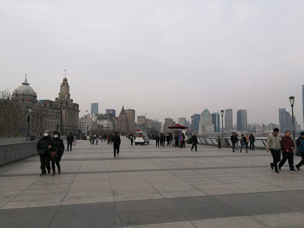 Balade le long du Bund en longeant la rivière Huangpu