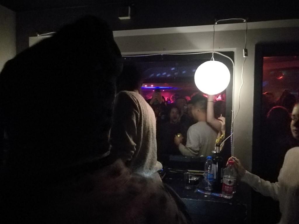 Le booth des DJ au Mansion