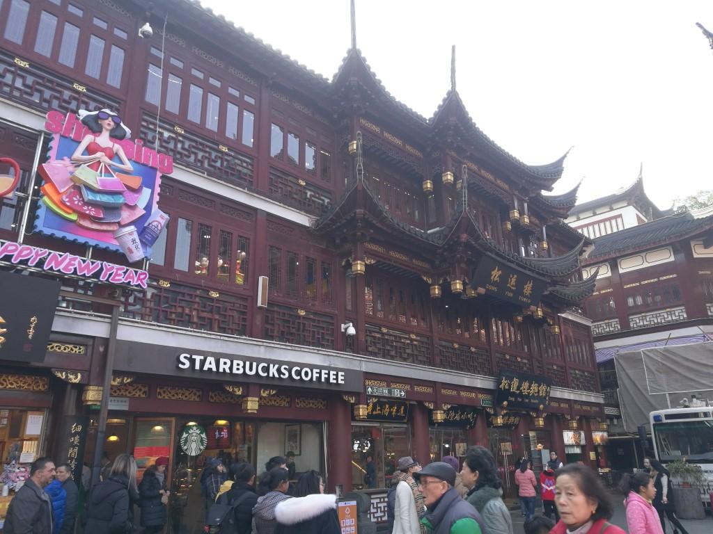 Shanghai, la ville où le folklore n'oublie jamais que la modernité rapporte de l'argent