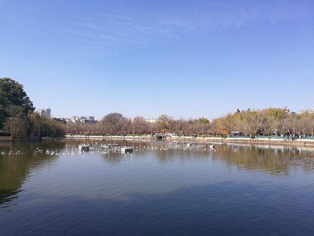 Le lac d'un des nombreux espaces verts de Kunming