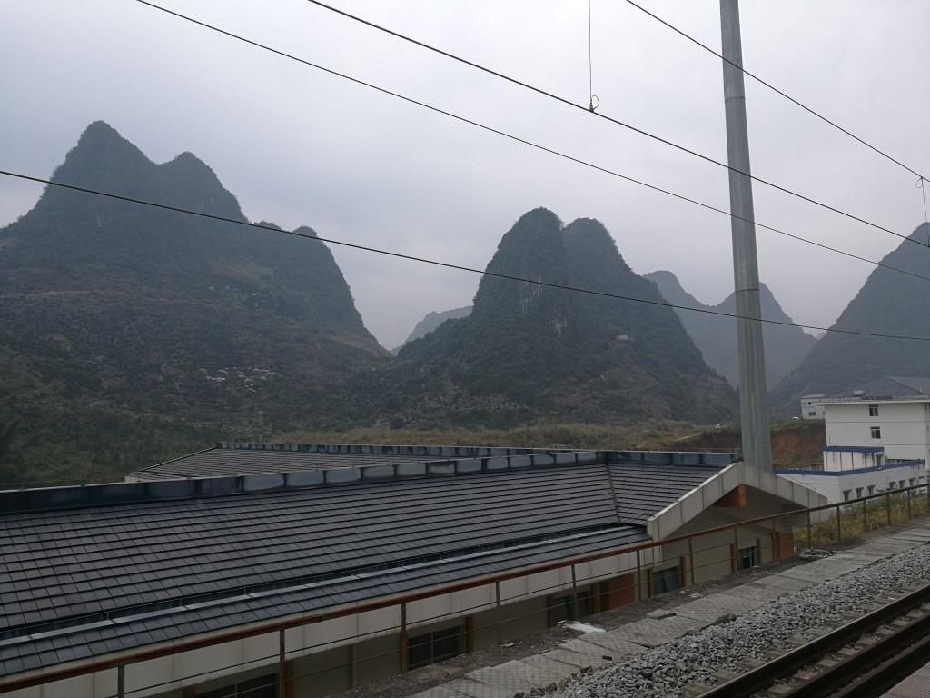 La vue depuis la voie ferrée de la gare de Yangshuo