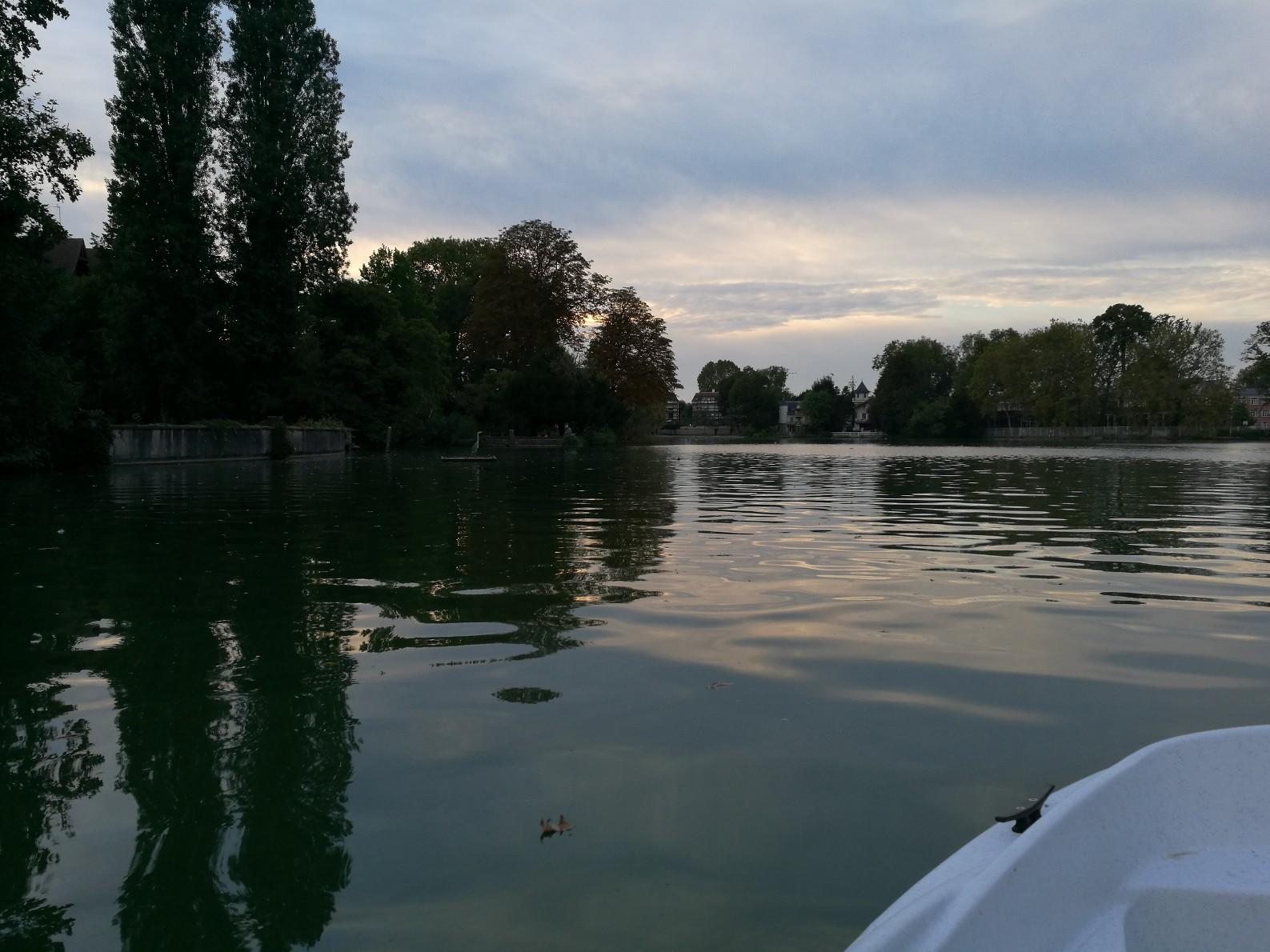 Le Lac d'Enghein au couché du soleil