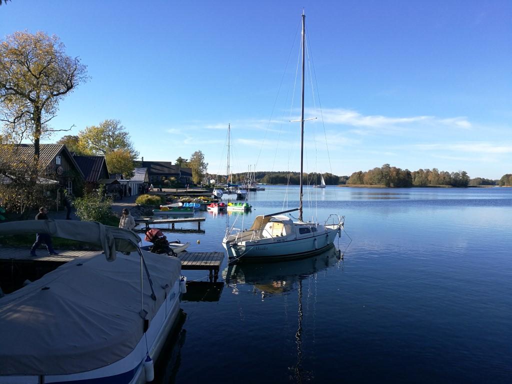Le village de pêcheurs sur les bords du lac